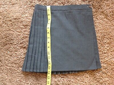 VINTAGE GIRLS SCHOOL UNIFORM SKIRT TRUTEX WAIST 1970s