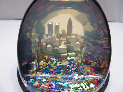 Vintage New York City Snow Globe Twin Towers Pre 9/11 with Pen Holder Liberty