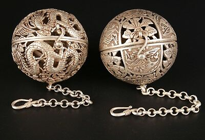 2 China Tibet Silver Pendant Incense Ball Hollow Furniture Decorates Old Collect