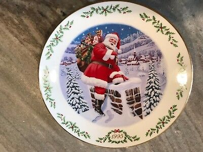 Lenox Limited Edition Christmas Plate 1995. International Victorian Santas Plate
