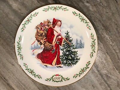 Lenox Limited Edition Christmas Plate 1992. International Santa Claus Collection