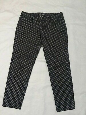 OLD NAVY WOMENS PIXIE PANTS.MIDRISE ANKLE. Black and white .SIZE 12