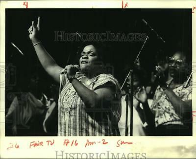 1984 Press Photo Nell Carter belts out a gospel song in the Jazz Gospel tent.