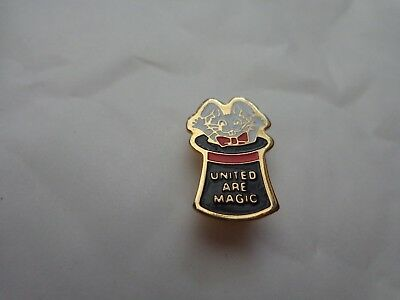 Man Utd Manchester United 'united Are Magic' Enamel Football Pin Badge