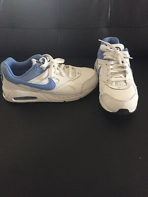 GIRLS SHOES 579998 142 WHITE GS BLUE SNEAKERS $90 NEW NIKE AIR MAX IVO