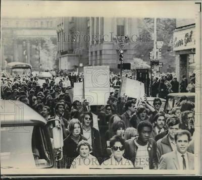 1967 Press Photo Draft protesters and demonstrators marching in New York City