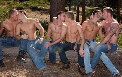 Shirtless Male Muscular Chest Beefcake Group Kiss Gay Interest PHOTO 4X6 F1305