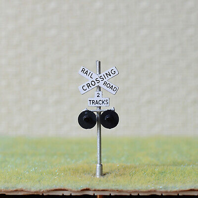1 x HO Scale railroad crossing signals 2 tracks LED made 2 target faces silver