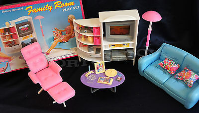 GLORIA DOLLHOUSE FURNITURE SIZE FAMILY ROOM  W/ SOFA TV LAMP PLAYSET For Barbie