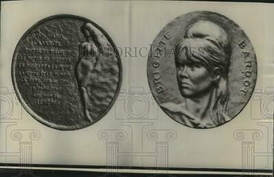 1966 Press Photo French mint bronze medal in honor of actress Brigitte Bardot