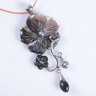 pretty Mother of Pearl MOP black Shell pearl flower pendant AAA+