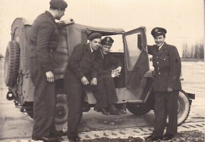 Org foto ABL:  Techniekers 349 squadron in Jeep Beauvechain 1952 # 488