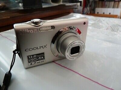 Nikon Coolpix S3000 12mp digital camera