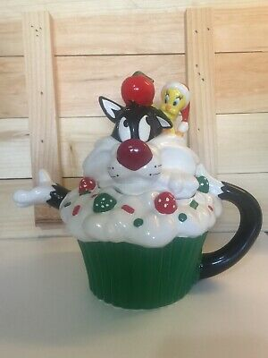 WARNER BROS 1997 LOONEY TUNES SYLVESTER & TWEETY CHRISTMAS TEA POT. No Box *READ