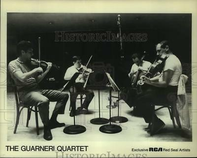 Press Photo Four Members of The Guarneri Quartet perform on stage - sap06816
