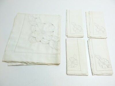 Vintage Maderia White Flowers Decorated 4 Napkin And Tablecloth Set