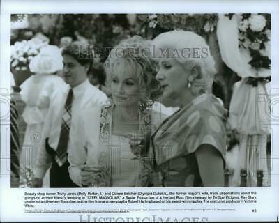 1989 Press Photo Dolly Parton and Olympia Dukakis star in Steel Magnolias.