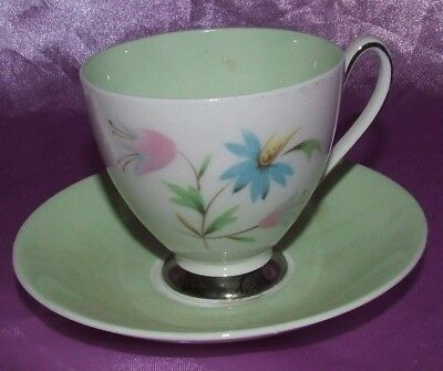 Pretty Vintage Queen Anne English China Tea Cup & Saucer Green Linda