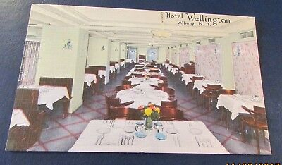 Old Postcard<ALBANY, NEW YORK>{HOTEL WELLINGTON---DINING ROOM}