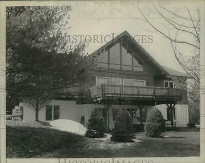 Press Photo Swiss Chalet style home of Mr. & Mrs. James Michaels in NY