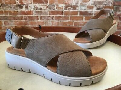 a73be9d232 Clarks UnStructured Sage Beige Leather Un Karely Hail Slingback Sandal 7 NEW