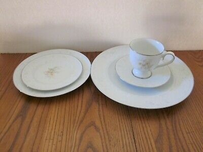 Noritake Ireland Anticipation 5 Piece Place Setting Mint Condition See Details