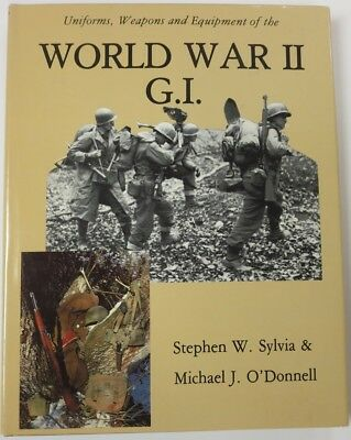 1982 WW2 Collector BOOK UNIFORMS WEAPONS & EQUIPMENT of the WORLD WAR II G.I.