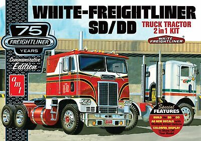 White Freightliner 2-in-1 SC/DD Cabover Tractor 1/25 scale skill 3 AMT kit #1046
