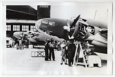 1941 RAF Ferry Command Ground Crew Services Hudson Bomber Original News Photo