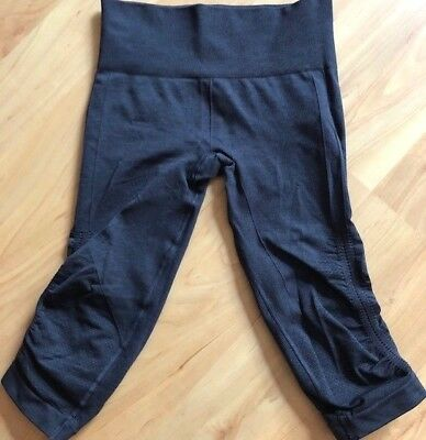 LULULEMON In The Flow Crop Pants size 4 Dark Coal Gray Dance Gym Yoga Run EUC