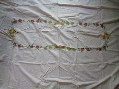 """Vintage Rectangular Embroidered Scalloped Fall Tablecloth 102"""" x 64"""" & Runner"""