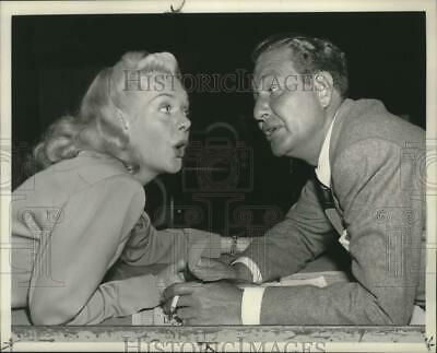 1952 Press Photo Phil Harris tells Alice Faye about being on All-Star Revue