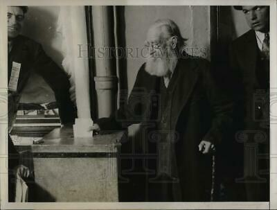 1930 Press Photo John W. Hodgetts, 100 yrs old voting in aprimary