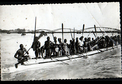 SAINT-LOUIS (SENEGAL) PIROGUE de COURSE trés animée au PONT Carte-Photo en 1955