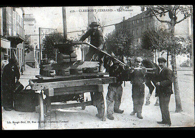 CLERMONT-FERRAND (63) PRESSOIR VENDANGE RURALE animée en 1908