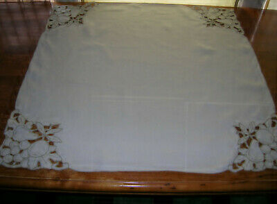 Lovely Vintage Madeira Embroidered Cutwork Linen Tea Cloth/Tablecloth