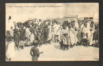 SAINT-LOUIS (SENEGAL) VILLAS trés animée devant LE PHOTOGRAPHE en 1917