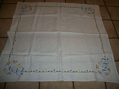 """VINTAGE HAND CROSS STITCH EMBROIDERY TABLE CLOTH  CENTER PIECE  SIZE 33 """" x 33"""""""