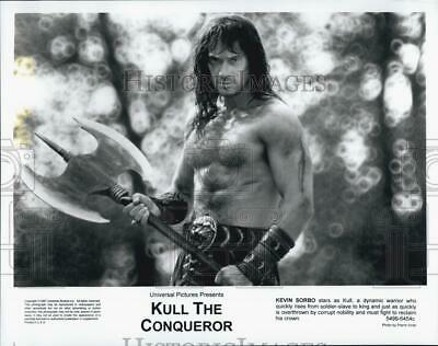 "1997 Press Photo ""Kull The Conqueror"" starring Kevin Sorbo - DFPG90043"