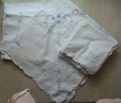 2 Vtg 32 x 32 White Linen Tablecloths Embroidery Cutwork Flowers, 10 Napkins #7
