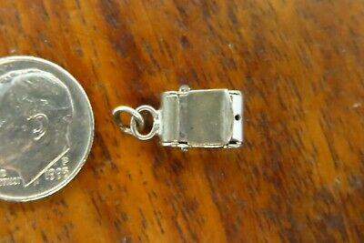 Vintage sterling silver OLD CAMERA MOVABLE HINGED LID OPENS 3D charm