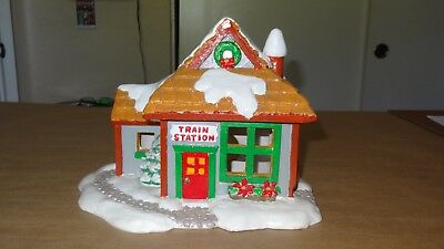 1983 Vintage Christmas Train Station Ceramic Lighted Display Decorative House