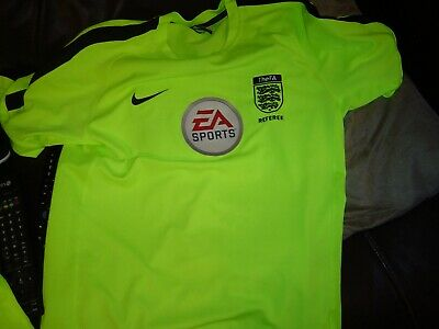 Nike Referee 2017 Yellow S/S Dryfit T/Shirt in Medium with FA Badge + EA Badge