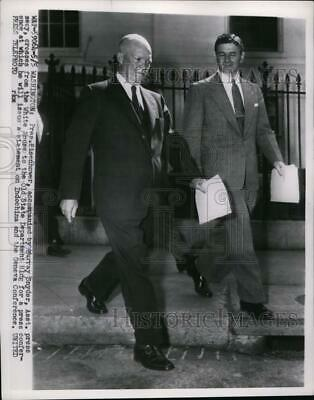 1954 Press Photo Pres.Eisenhower with his Asst. Pres.Sec. Murray Snyder