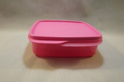 TUPPERWARE-New 7503 LUNCH IT-Divided Lunch Dish in Soft Tulip Pink-With Seal/Lid