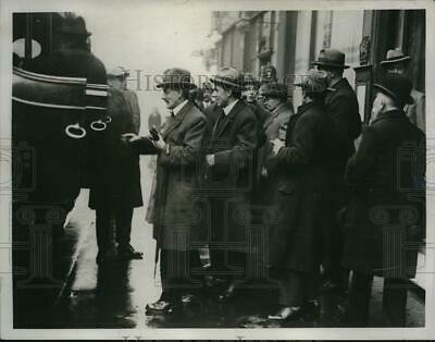 1923 Press Photo jury members to crime scene of Ilford murder trial