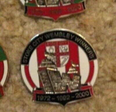 STOKE CITY England WEMBLEY WINNERS Football lapel badge pin Rare ENAMEL