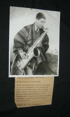 Original 1932 MICKEY COCHRANE Associated Press 8X10 PLAYING SAXOPHONE JAPAN TRIP