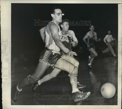 1942 Press Photo Mort Lazar of Ft Monmouth vs Charles Didi Camp Lee - net34196