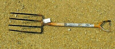 4 pronged fork with handle